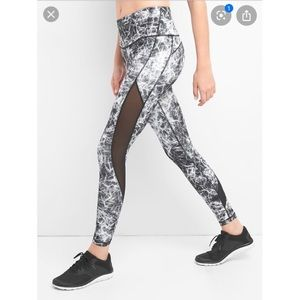 GapFit GFAST High Rise Black and White Leggings